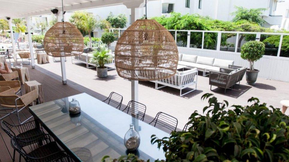 Pool Bar Coral Suites & Spa Hotel